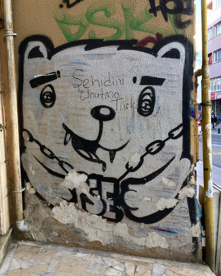 Graffiti cat compete with fangs and chain